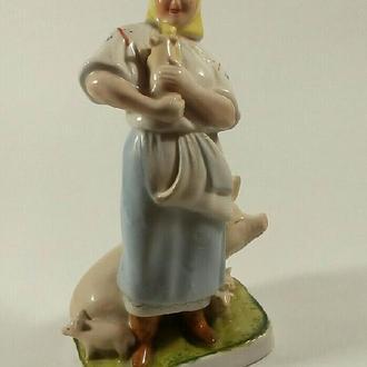 Фарфоровая статуэтка Свинарка Городница 30гг