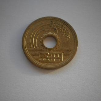 Японія. Монета Японії. Монета з отвором. 5 ієн. Хороший стан. Недорого.