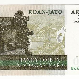 Мадагаскар 200 ариари 1000 франков 2004 подпись №2 UNC