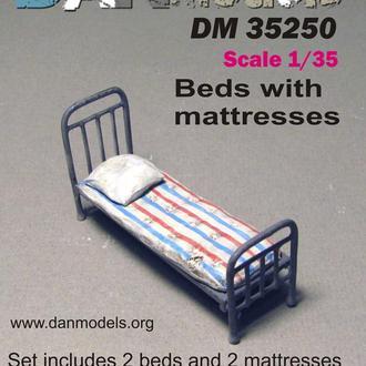 Danmodel 35250 - кровать армейская и матрац с подушкой Набор 2 шт. материал - смола , фототравление.
