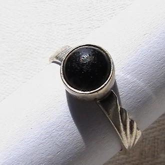 Кольцо. Серебро 925 пробы, клеймо ''звезда''. Вес изделия 2,47 грамм.