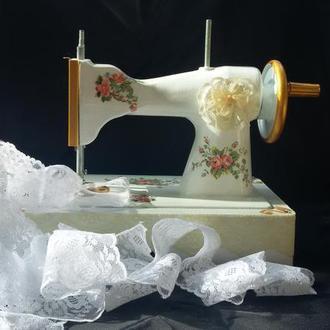 Интерьерная швейная машинка