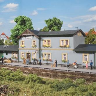 станция Radeburg Auhagen 11329 для железной дороги Piko,Roco. H0 1:87