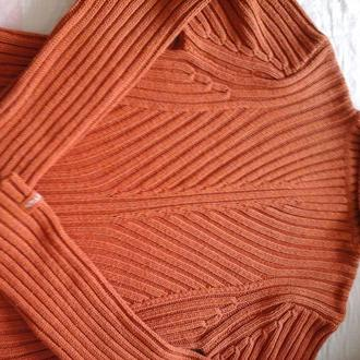 Свитер светло- коричневого цвета, 46 размер, под горло, б/ у,  плотный,женский