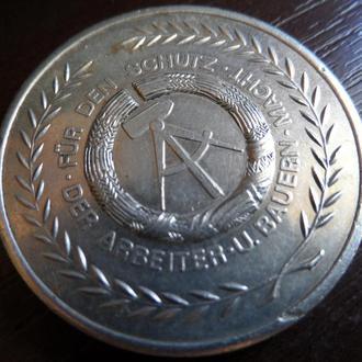 Медаль Жентон часів DDR ГДР für den schutz der arbeiter u. bauern macht