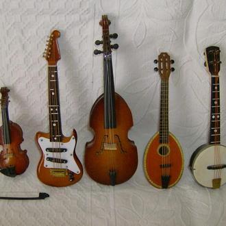5 шт. миниатюрных музыкальных инструмента. Винтаж.