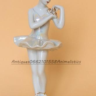 Фарфоровая статуэтка Балерина с цветком фарфор ДФЗ Вербилки, скульптор О. С. Артамонова