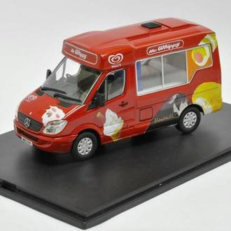 1/43 MERCEDES SPRINTER WALLS ICE CREAM. OXFORD.