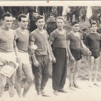 Фото. Армейская волейбольная команда. 1960 год.