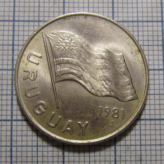 Уругвай, 5 новых песо 1981 г. Флаг.