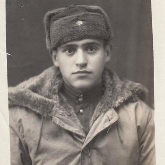 Фото. Советский солдат в американской куртке. 1947 г.