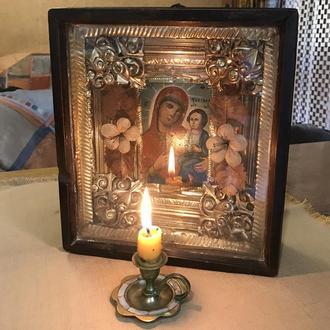 Маленькая старинная икона Божией Матери