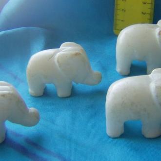 4 мраморных слоника.