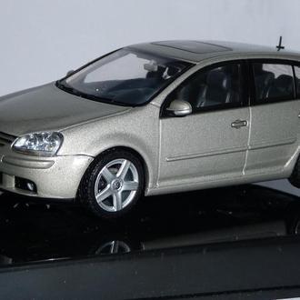 Модель  1:43 VW Golf V 2003, Autoart