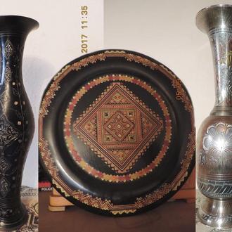Продаю две бронзовые вазы и гуцульськую тарелку - одним лотом.