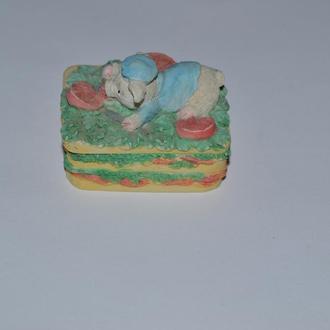 красивая шкатулка керамика миниатюра свинка винтаж Англия отличное состояние