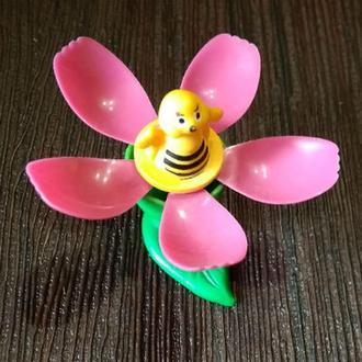 Букашка в цветке