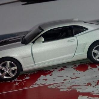 модель авто - 2014 Chevrolet Camaro белый / Kinsmart