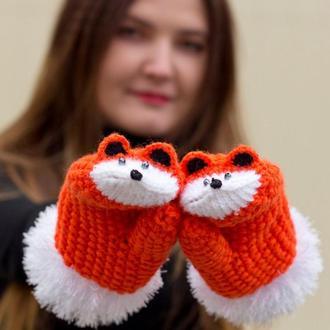 Оригинальные варежки лисички оранжевого цвета с белыми манжетами