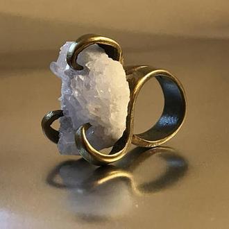 Кольцо из латуни и горного хрусталя