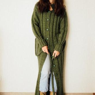 Вязаное вручную пальто