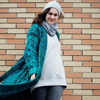 Вязаное пальто вручную