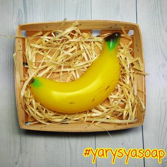 Мило банан в корзині.
