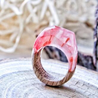 Кольцо из эпоксидной смолы и дерева, красное кольцо и дерево