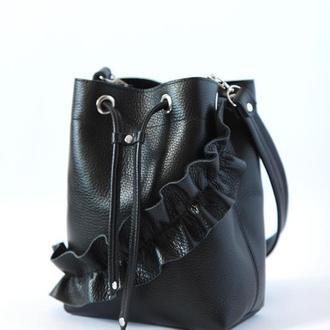 Чёрная сумка через плечо из натуральной кожи