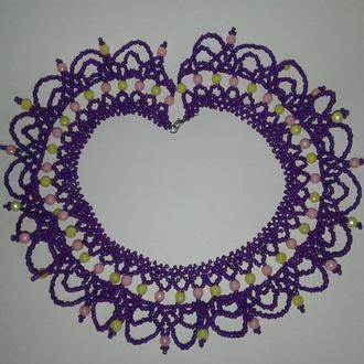 Ажурное колье из бисера фиолетового цвета