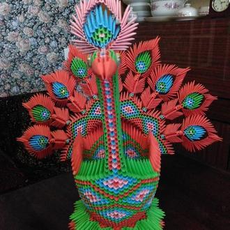 Павлин разноцветный из 3 d модульного оригами.