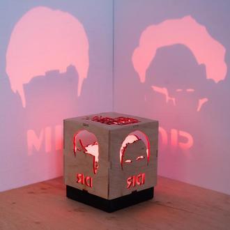 """Деревяна нічна лампа-проектор """"Теорія великого вибуху"""""""