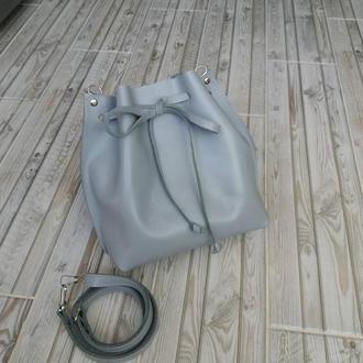 Сумка-мешок на шнурке из натуральной кожи. Цвет серый