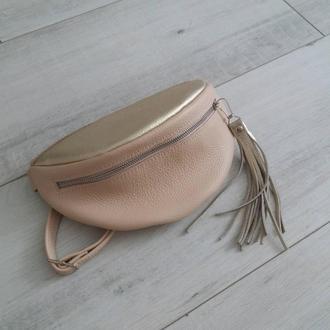 Поясная сумка из натуральной кожи. Цвет бежевый/золото.