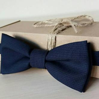 Бабочка-галстук синий в мелкий черный узор