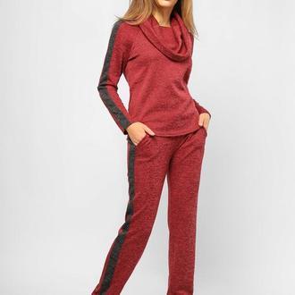 Женский спортивный костюм с капюшоном-хомутом Красный
