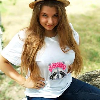 Женская футболка вышитая бисером Енот от Пушки Наталии