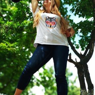 Женская футболка вышитая бисером Волк от Пушки Наталии