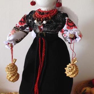 Сувенірна  лялька в  українському вбранні в техніці мотанки