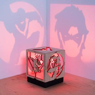 Деревянная прикроватная лампа-проектор