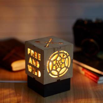 """Дерев'яний нічний світильник з лампою Едісона """"Для любителів подорожей"""""""