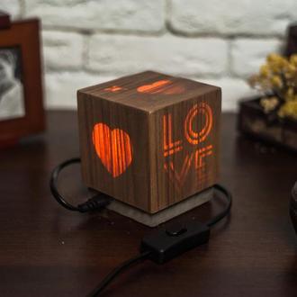 """Дерев'яна нічна лампа зі шпоном """"Кохання!"""