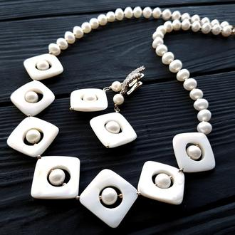 Комплект з натуральних перлів та баламутів кольє сережки комплект украшений из жемчуга праздничный