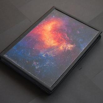 Блокнот с черными листами и космосом