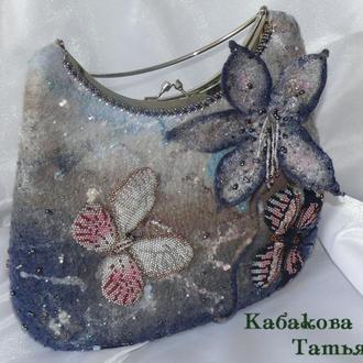 """Валяная сумочка с бисерными бабочками """" Сумеречные гостьи """""""