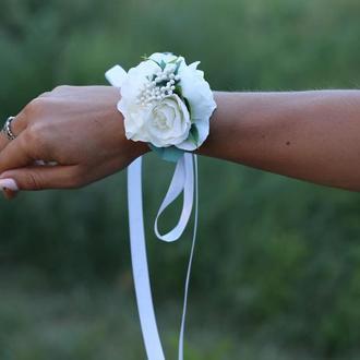 Бутоньерка и повязка набор белый