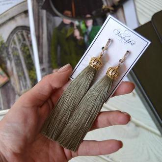 Серьги кисточки в цвете хаки с позолоченной фурнитурой ручной работы