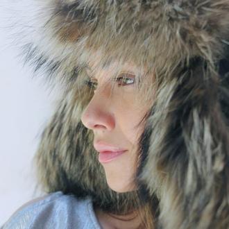 Меховая шапка ушанка из енота с кожей