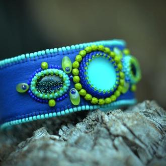 Кожаный вышитый браслет