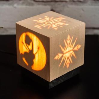 Дерев'яна нічна лампа зі шпоном